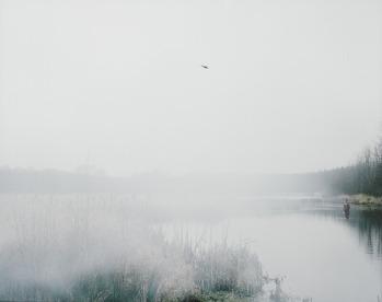 "Trine Søndergaard og Nicolai Howalt: ""Lindekær"". Fra serien ""How to Hunt"". 2005-2010. Ed. 5+2AP. Usigneret. c-print. Indrammet. 120 x 150 cm."