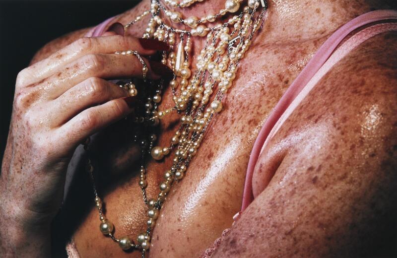 """Marilyn Minter: """"Speckled"""", 2007. Edition 5/5 + 2AP. Sign. på gallerietiket på bagsiden M. Minter. C-print. Lysmål 65 x 101. Vurdering 60.000-80.000 kr."""